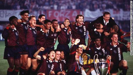 Ajax celebrare vincere la UEFA Champions League nel 1995.