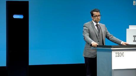 Harish Natarajan, ein großer Finalist bei den World Debating Championships 2016, stand dem Projekt Debater von IBM gegenüber - einem Computer, den das Unternehmen als erstes künstliches Intelligenz-System anprangert, um Menschen sinnvoll zu diskutieren.