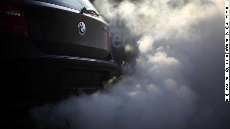 The EU accuses German car manufacturers of delaying clean air technology