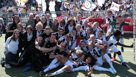 Juventus Women players celebrate winning the Serie A Championship.