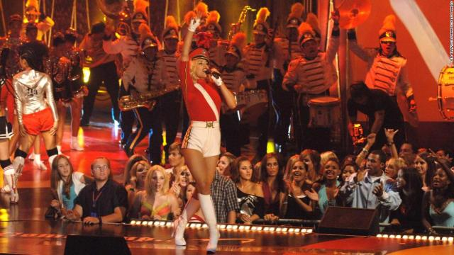 "Gwen Stefani performs ""Hollaback Girl"" (Photo by Jeff Kravitz/FilmMagic)"