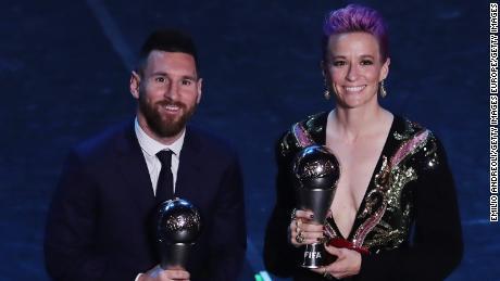 Lionel Messi e posare per una foto al termine dei Migliori FIFA Football Awards nel mese di settembre.