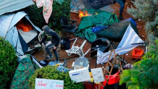 Hezbollah supporters burn tents in the camp set up by anti-government protesters near the government palace.