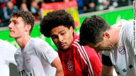 Bayern Monaco giocatori di reagire dopo il loro lato's 5-1 incassato contro l'Eintracht Francoforte, il team's secondo league sconfitta.
