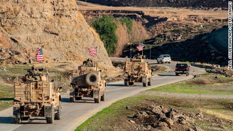 Con meno di 1.000 truppe americane per rimanere in Siria, il Presidente del Joint Chiefs of Staff dice