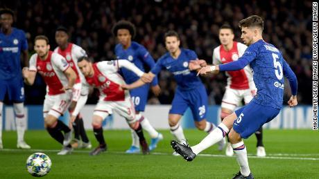 Jorginho freddamente passi fino a pareggiare per il Chelsea.