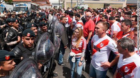 Tifosi del River Plate sono stati lasciati frustrato quando l'anno scorso's Copa finale di Libertadores contro il Boca Juniors è stato annullato e quindi si trasferì a Madrid, in Spagna, a seguito di atti di violenza commessi contro il Boca bus della squadra.