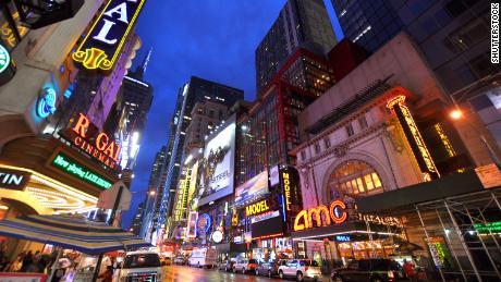AMC планирует вновь открыть свои театры в июле