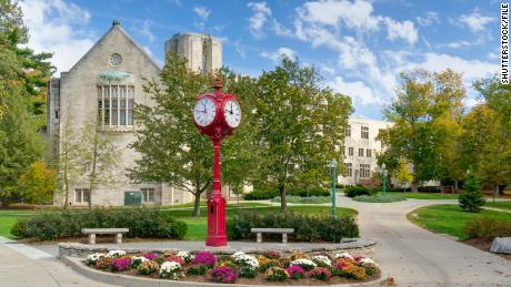 Students sue Indiana University in federal court over vaccine mandate