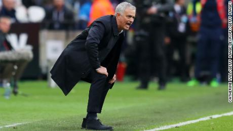 Mourirnho durante la partita contro il West Ham.