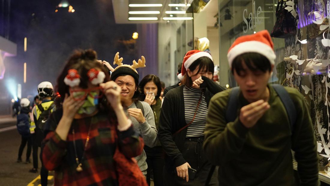 Photo of Hong Kong protests: Christmas marked by demonstrations and tear gasoline