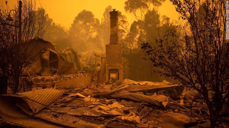 2019年12月31日のニューサウスウェールズ州コバルゴの焼けた建物の残骸。