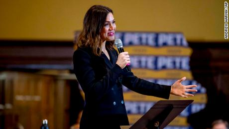 Actress Mandy Moore speaks to Democrat Pete Buttigieg during a campaign at Iowa State University on Monday 13 January 2020 in Aimes, Iowa.