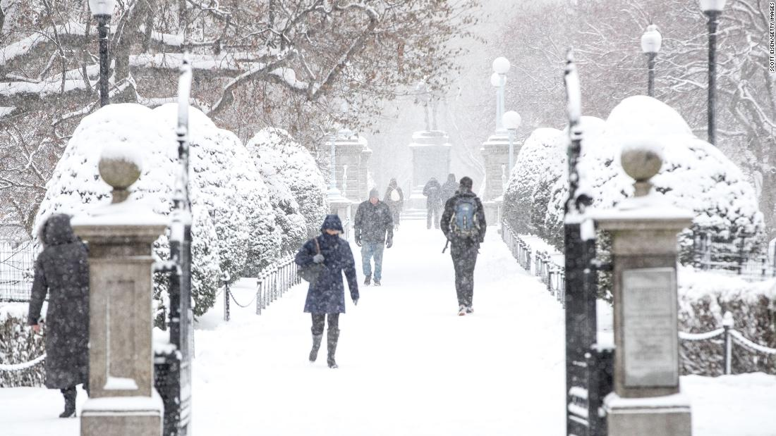 A winter storm is expected to discharge the snow to the northeast before moving to the sea