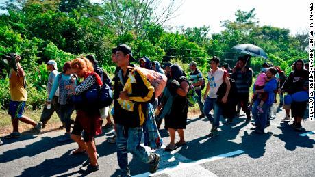 ผู้พิพากษาบล็อกกฎการบริหารของทรัมป์ที่ จำกัด การเรียกร้องลี้ภัยของชาวอเมริกากลาง