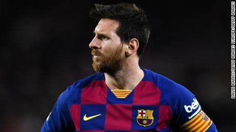 Lionel Messi ha lanciato un attacco contro il club's gerarchia.