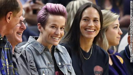 Rapinoe and Bird watch an NBA game between Golden State Warriors play against the Phoenix Suns in October 2019.