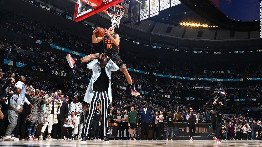 Photo of NBA Slam Dunk Contest: Aaron Gordon jumped on a man over 7 feet tall and still lost