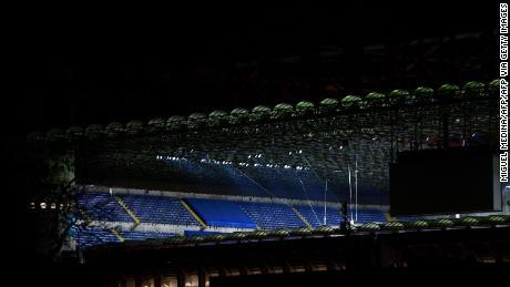 Lo stadio di San Siro vuoto dopo la chiusura al pubblico come precauzione contro il coronavirus.