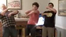 Ken Schwartz, Ian and Ben Schoenfield dancing on Doja Cat & # 39; s
