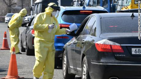 On February 29, medical staff guided drivers with suspected coronavirus symptoms to a driving test center in Goyang, north of Seoul.