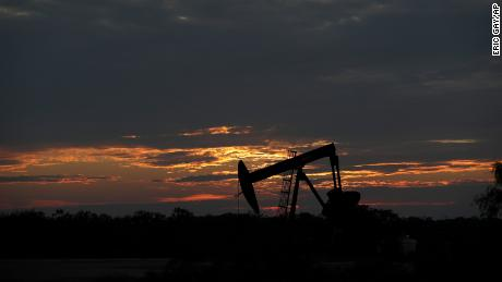 The sun is setting behind an inactive pump outlet near Karnes City, Texas on Wednesday April 8, 2020. Demand for oil continues to drop due to the new epidemic of coronavirus. (Photo AP / Eric Gay)