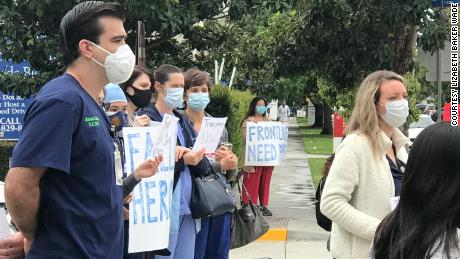Outside PSJHC, the nurses are organizing a demonstration against the nurses suspended for refusing to enter the rooms of patients with coronavirus without an N95 mask.
