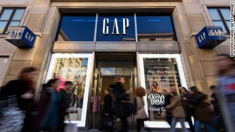 An exterior view of the fashion retailer Gap & # 39; s Oxford Street store on February 11, 2016 in London.