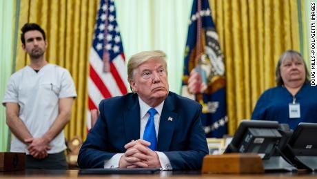 L'économie de Trump fait face à une catastrophe à long terme alors que les données sur l'emploi se profilent
