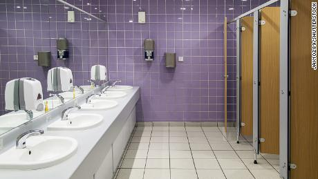 Public toilets: what you need to know about their safe use in the midst of the pandemic