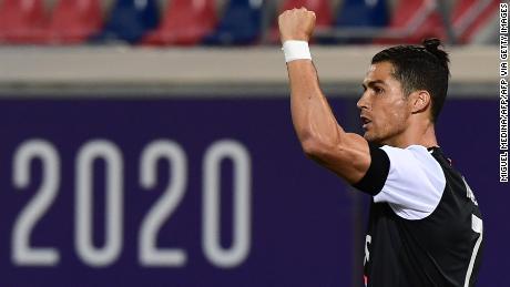 Cristiano Ronaldo festeggia dopo il gol contro il Bologna.