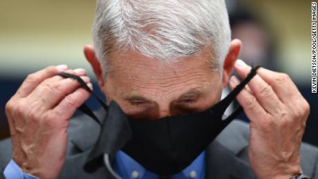 Почему лицевые маски так сильно изменились - и как ношение масок может защитить экономику