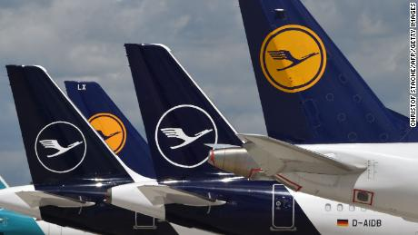 'We just don't have the money.'  Lufthansa shareholders approve $ 10 billion bailout