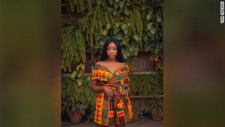 นักแสดงหญิงชาวอังกฤษ - ไนจีเรียฉายแสงเรื่องสีสันในสารคดีของ Netflix