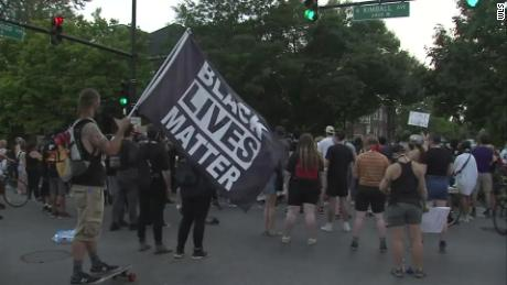 Chicago protesters rally at mayor's house a day after clashes with police