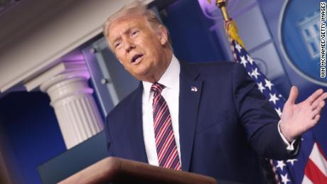 Los funcionarios de inteligencia de EE. UU. Dicen que no hay evidencia que respalde las afirmaciones de Trump sobre las amenazas a la votación por correo