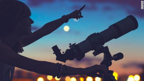 Check out these stargazing telescopes and binoculars (CNN Underscored)