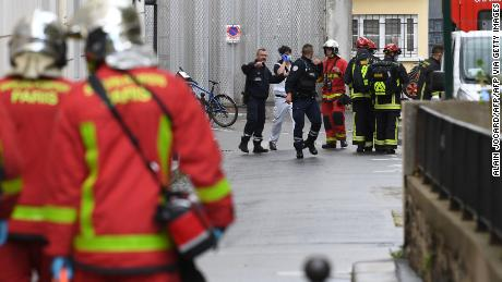 ผู้ได้รับบาดเจ็บ 2 คนจากการโจมตีด้วยมีดในปารีสใกล้กับสำนักงานเดิมของ Charlie Hebdo