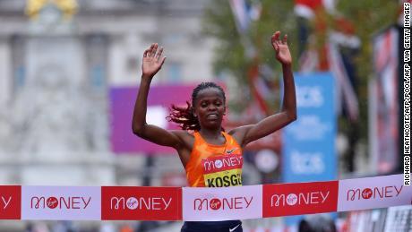 Kosgei ข้ามเส้นชัยเพื่อป้องกันตำแหน่งในลอนดอน