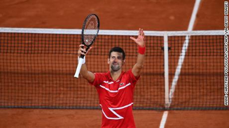 Djokovic ฉลองชัยชนะ 5 เซตเหนือ Tsitsipas