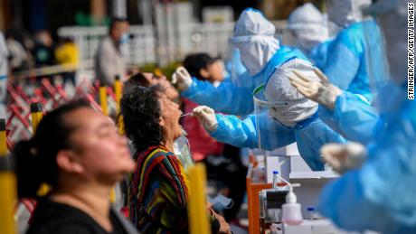 Health workers take swabs from Qingdao residents.
