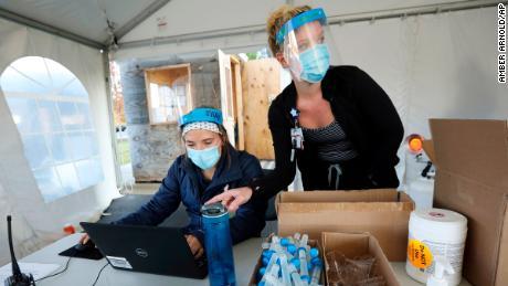«Тяжелое время».  Десять штатов сообщили о самом большом количестве новых случаев коронавируса в пятницу