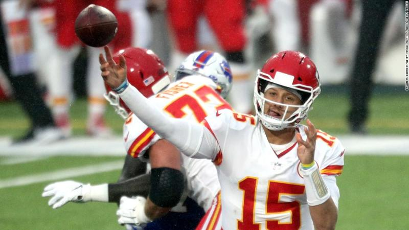 Mahomes breaks NFL touchdown pass record