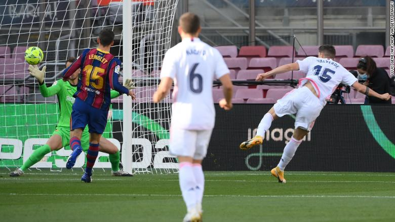 Valverde (right) scores against Barcelona.