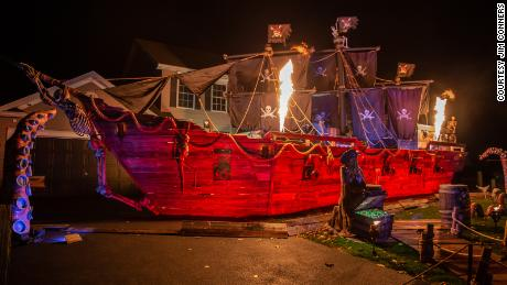 Fire blasters on the pirate ship.