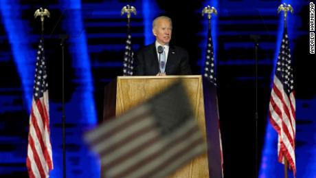 Biden ก้าวไปข้างหน้าด้วยการเปลี่ยนแปลงเนื่องจากทรัมป์ต่อสู้กับผลการเลือกตั้ง