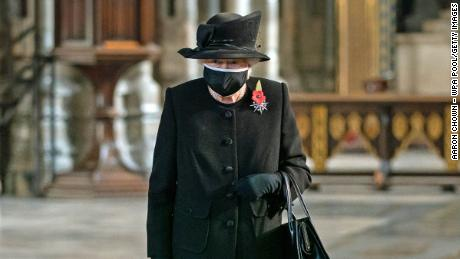 The 94-year-old monarch wore the mask during a commemorative ceremony in London.