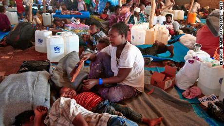 ผู้ลี้ภัยเหล่านี้หนีการสังหารหมู่ในภูมิภาคทิเกรย์ของเอธิโอเปีย  พวกเขาเข้าร่วมหลายหมื่นคนในการเดินทางไปซูดาน