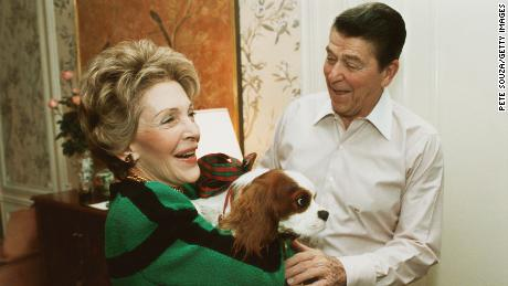 Ronald and Nancy Reagan with their dog Rex in 1985.