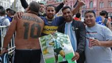 Fans wait to pay tribute to Maradona in Buenos Aires as his coffin arrives at the presidential palace.